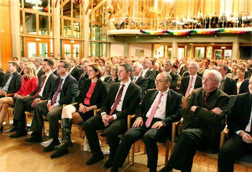Proppenvoll war die Hohenzollernhalle zum Bisinger Bürgerneujahrsempfang. Unter die Gäste mischte sich auch politische Prominenz.   Fotos: Brenner Foto: Schwarzwälder Bote