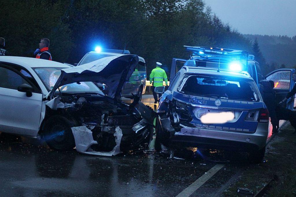 Villingen Schwenningen Audi Kracht In Polizeiauto Drei Verletzte