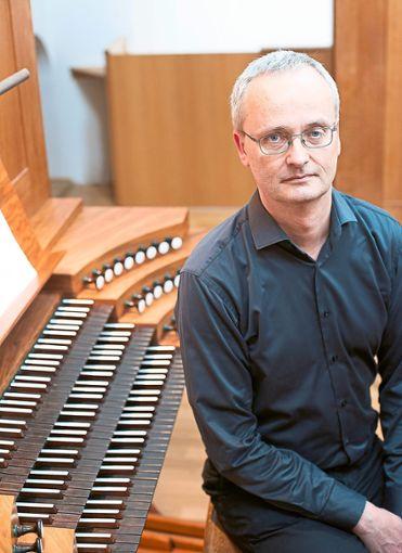 Johannes Quack bietet in der  Klosterkirche ein abwechslungsreiches Programm.   Foto: Schwöbel Foto: Schwarzwälder Bote