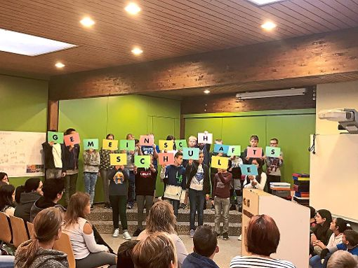 Mit einer kleinen Feier wurden die 40 neue  Schüler  an der Gemeinschaftsschule Ebhausen begrüßt.  Foto: Lindenrain-Schule Foto: Schwarzwälder-Bote