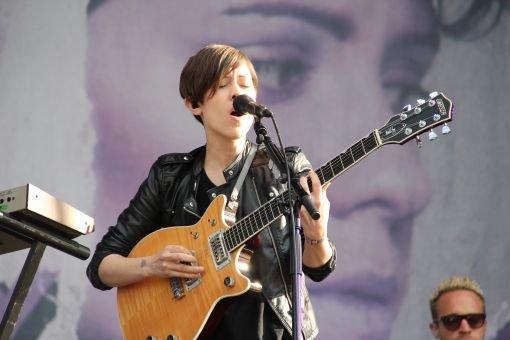 Auf dem Southside Festival in Neuhausen ob Eck ist die Stimmung auch am Samstagmittag super. Tegan & Sara und The Hives sorgen bei schönem Wetter für Sommerlaune. Foto: Jennifer Schwörer
