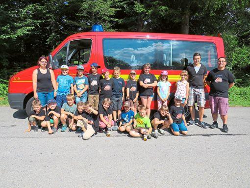 Die Löschhaie, Jugendgruppe der Haigerlocher Feuerwehr verbrachten einen schönen Tag im Barfußpark in Hallwangen und auf der Riesen-Rutsche im Poppeltal.  Foto: Edele Foto: Schwarzwälder Bote