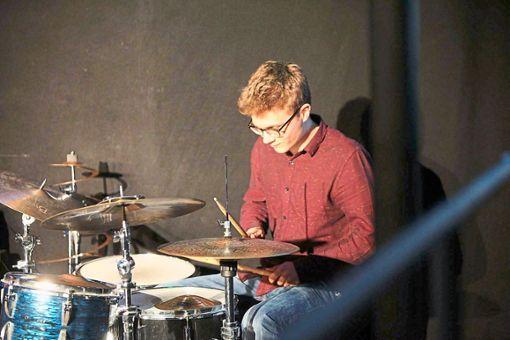 Simon Bauer ist nicht nur Schlagzeuger von Meantime, sondern auch Initiator und Songschreiber.  Foto: Meantime Foto: Schwarzwälder Bote