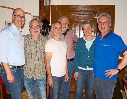 Die Abteilungsleiter und der Vorsitzende des Skiclubs, Wolfram Hils (rechts), blickte auf ein Jahr mit vielen Aktivitäten zurück und kündigte  neue sportliche Aktionen an.  Foto: Skiclub Foto: Schwarzwälder Bote