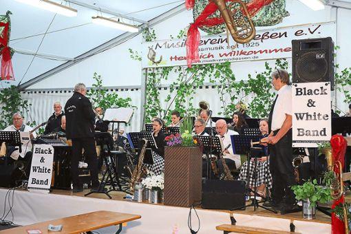 Die Big Band Black and White gestaltete den Auftakt zum dreitägigen Musik-Sommerfest. Foto: Schwarzwälder Bote