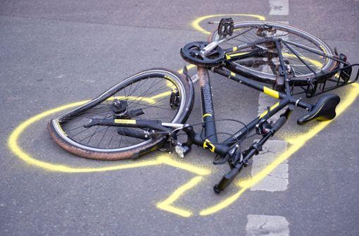 Der Autofahrer hatte den Radler übersehen. (Symbolbild) Foto: dpa