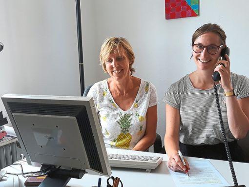 Fragen zum Thema Drogen?  Inge Häßler (links) und  Pia Wenzler von der Fachstelle helfen gerne weiter  Foto: Huber Foto: Schwarzwälder Bote