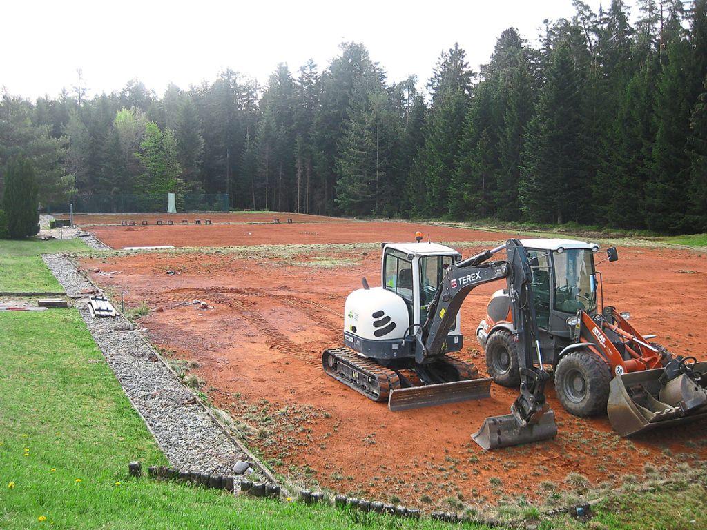 f5921ba0e235f7 Die Bagger stehen schon für den Umbau der ehemaligen Tennisplätze in einen  Adventure-Golfplatz bereit