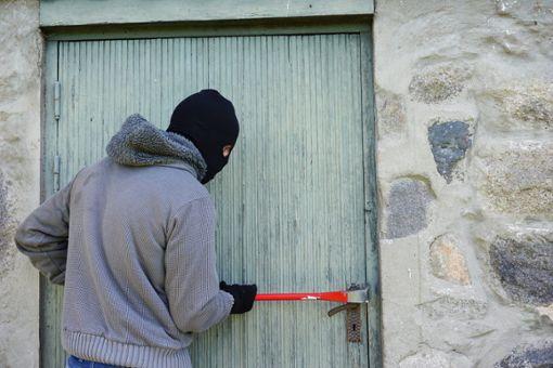Fünf Vereinsheime wurden bislang Opfer der Einbruchsserie. (Symbolbild) Foto: pixabay