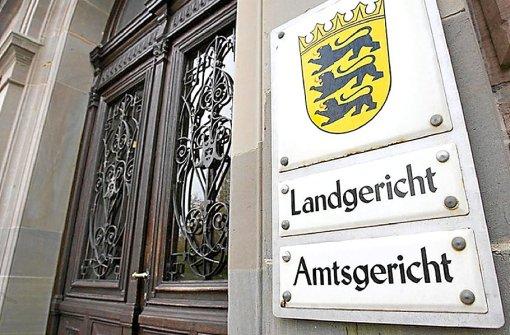 Im Prozess um die Raubüberfälle auf die Kneipe Bucki's in Bisingen und die Shell-Tankstelle in Geislingen wurden am Mittwoch die ersten Zeugen gehört.  Foto: SB-Archiv