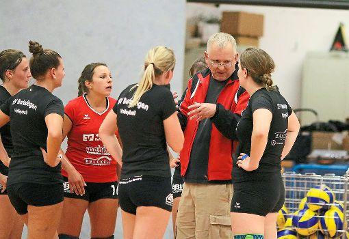 Burladingens Trainer Philipp Kurz stellt sein Team auf den nächsten Gegner ein.  Foto: Kara
