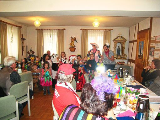 Große Freude herrschte bei der Fasnet des Altenwerks Weildorf über den Besuch der Kindergartenkinder.  Foto: Eger Foto: Schwarzwälder Bote