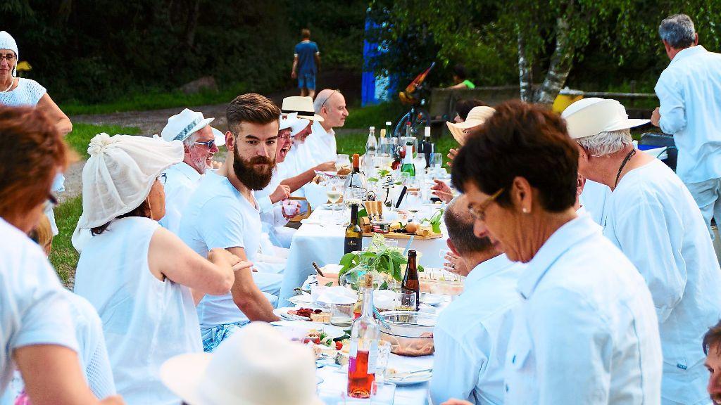 Dornstetten picknick ganz in wei dornstetten for Wohnzimmer dornstetten
