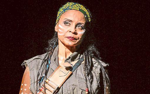 Hulda in der Besetzung mit  Morenike Fadayomi  als Kriegerin.   Foto: Dorendorf Foto: Schwarzwälder Bote