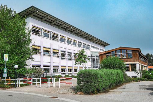 Die Ludwig-Uhland-Schule in Schömberg wird in den nächsten Jahren grundlegend saniert.   Foto: Fritsch