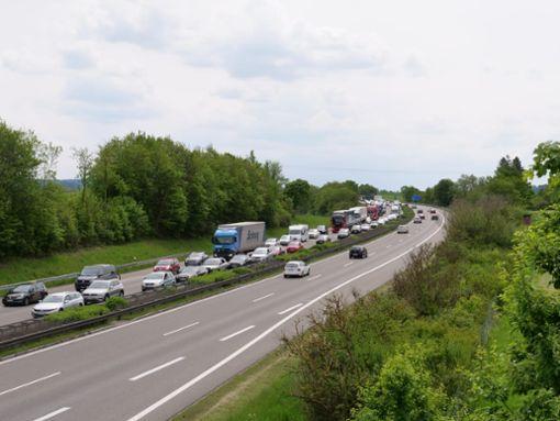 Auf der A 81 bei Oberndorf/Sulz haben sich am Freitag gleich zwei Unfälle ereignet. Es kam zu Staus. Foto: Robin Heidepriem