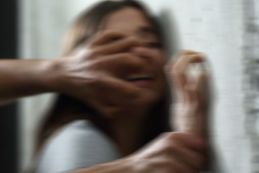 In Freudenstadt ist eine 20-Jährige von einem unbekannten Mann sexuell belästigt worden. (Symbolfoto) Foto: Antonioguillem-stock.adobe.com