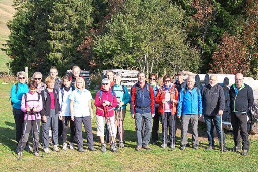 Eine Völker verbindende Wanderung: Eine Gruppe mit Teilnehmern aus Hardt und Vandoncourt machte sich auf den Weg.  Foto: Müller Foto: Schwarzwälder Bote