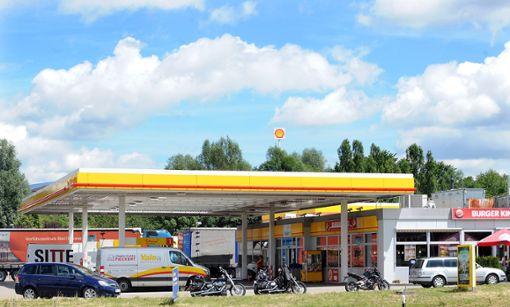 Eine Neufassung des Bebauungsplans Autobahnkreuz soll eine Erweiterung der Shell-Tankstelle in Empfingen verhindern.  Archiv-Foto: Hopp Foto: Schwarzwälder Bote