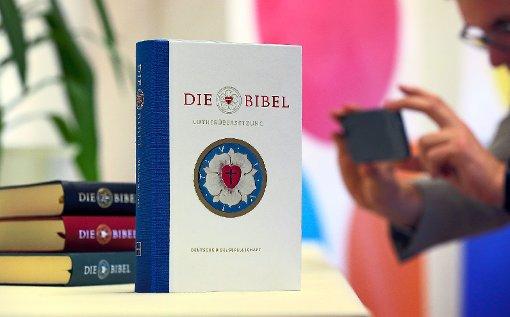 Die evangelische Kirchengemeinde Empfingen plant anlässlich des Reformationsjubiläums einen Gottesdienst, in dem es um die revidierte Lutherbibel geht.  Foto: Hildenbrand