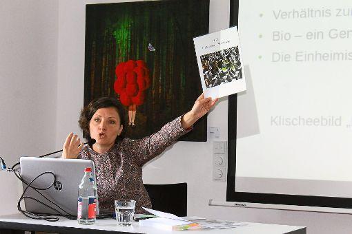 Kulturwissenschaftlerin Sabine Dietzig-Schicht informierte über die Arbeit der heutigen Biobauern im Kontext der Verband-Vorgaben. Foto: Störr