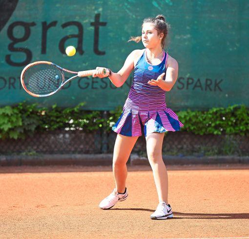 Die erst 15-jährige Tijana Maksimovic zeigte keine Nerven. Die Donaueschingerin gewann ihr Einzel im Matchtiebreak.  Foto: Roger Müller Foto: Schwarzwälder Bote