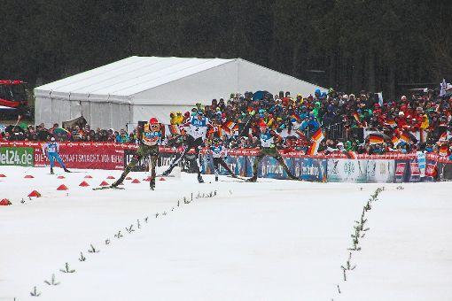 Spannend bis zuletzt ist der finale Langlauf um den begehrten Schwarzwaldpokal im Skistadion Wittenbach. Foto: Eberl/Sigwart/Börsig-Kienzler