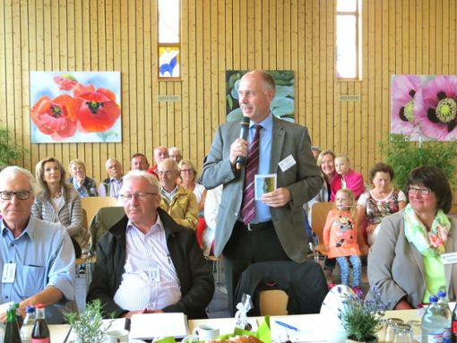 Der Vorsitzende der Bewertungskommission, Konrad Rühl, zeigte sich sehr angetan vom Empfang in Bechtoldsweiler. Foto: Fechter