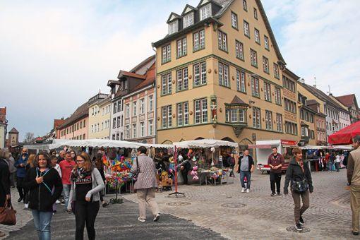 Ungewohntes Bild des Herbstmarktes mit Baustelle. Am Latschariplatz wurde sie eigens etwas zurückgebaut.   Fotos: Heinig Foto: Schwarzwälder Bote
