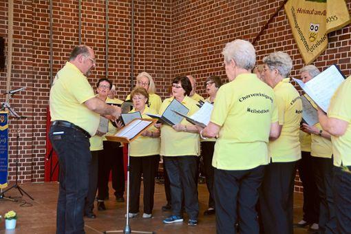 Die Chorvereinigung Weilstetten hat es sich nicht nehmen lassen, beim eigenen 120. Geburtstag zu singen.   Fotos: Dürrschnabel Foto: Schwarzwälder Bote