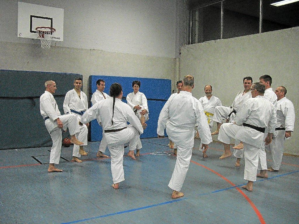 Single frau karate