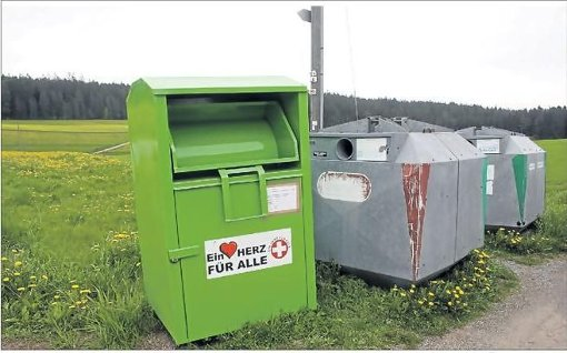 Ein dem Wahrzeichen des Roten Kreuzes täuschend ähnliches Symbol erweckt den Anschein, dass es sich um eine gemeinnützige Organisation handelt, die anscheinend für einen guten Zweck sammelt.  Foto: SB
