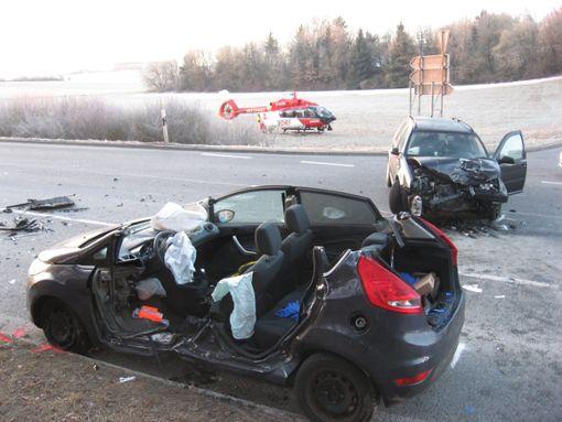 Bei einem schweren Unfall auf der L 361 nahe Nagold sind zwei Personen verletzt worden.  Foto: Markus Fritsch/ Kreisfeuerwehrverband Calw