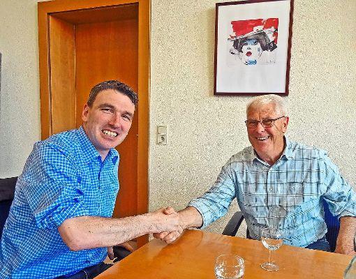 Bürgermeister Thomas Geppert (links) und Gerhard Junker, Leiter der Kinzigtäler Jakobusfreunde   Foto: Haas