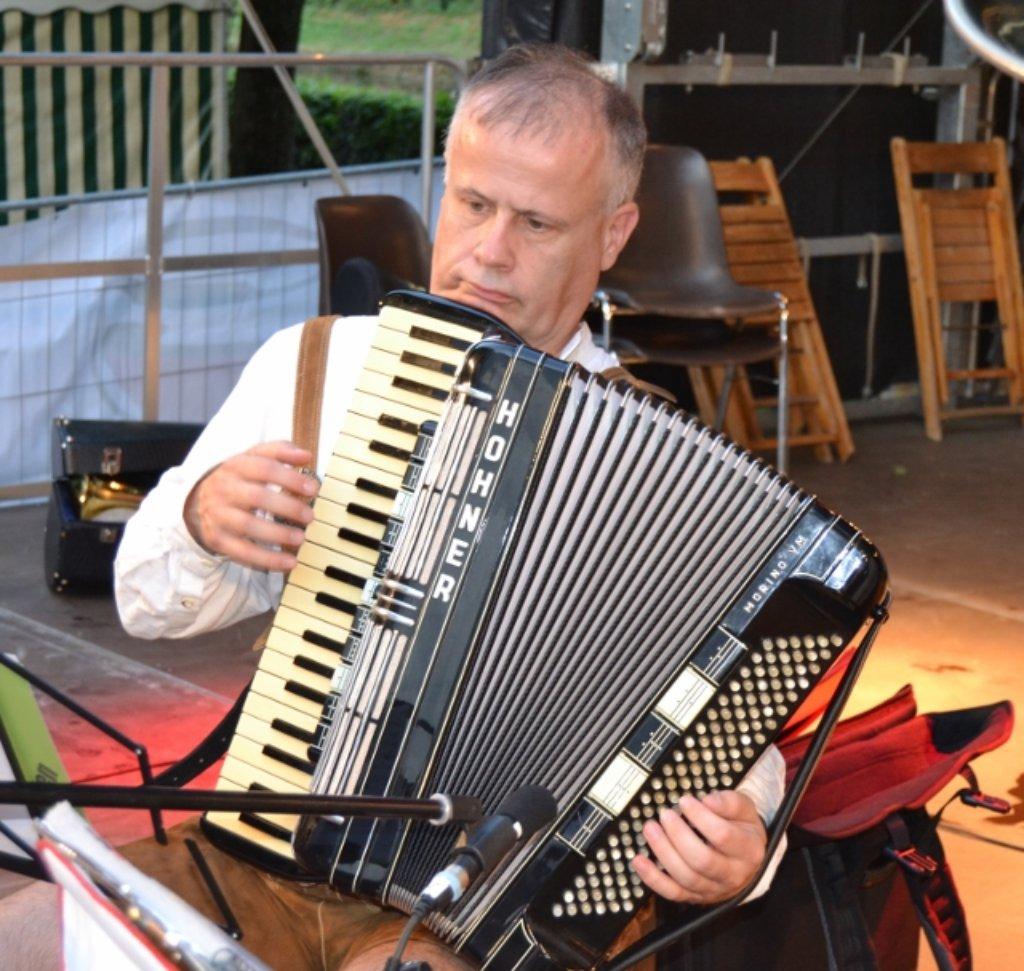 Am samstag sto en musikvereinsvorsitzender hans g hring for Wolfgang hieber