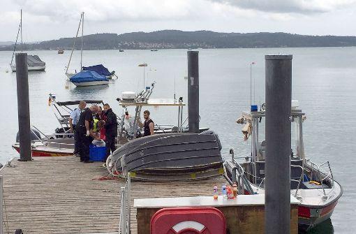 Die Bergungsarbeiten an der Absturzstelle nahe der Insel Mainau sind fortgesetzt worden.  Foto: dpa