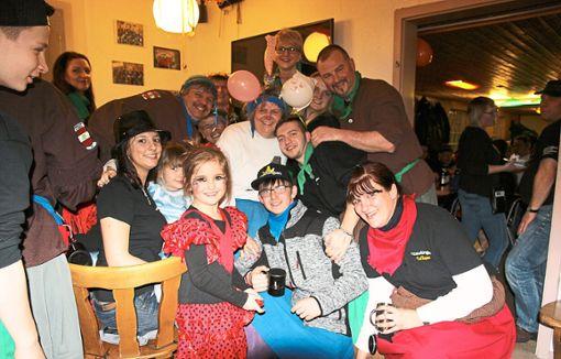 45 Jahre Eutinger Talhexen wurde auch beim Kappenabend spontan gefeiert, denn Monja Woppert ließ sich als mobile Spendenkasse verwandeln.   Foto: Feinler Foto: Schwarzwälder Bote
