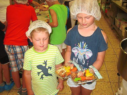 In Bad Liebenzell konnten die Kinder selbst Marzipankarotten herstellen. Foto: Schwarzwälder-Bote