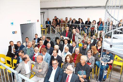 Gespannt verfolgen die Gäste im Kesselhaus die Eröffnung der Ausstellung Hidden Champions.  Foto: Pohl Foto: Schwarzwälder-Bote