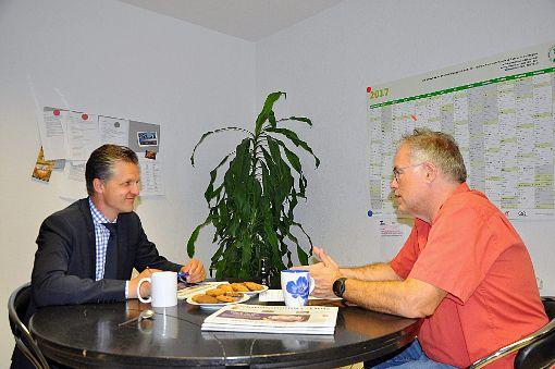 Thorsten Frei (links) im Gespräch mit SchwaBo-Redakteur Eckhard Gräff. Foto: Kleinberger