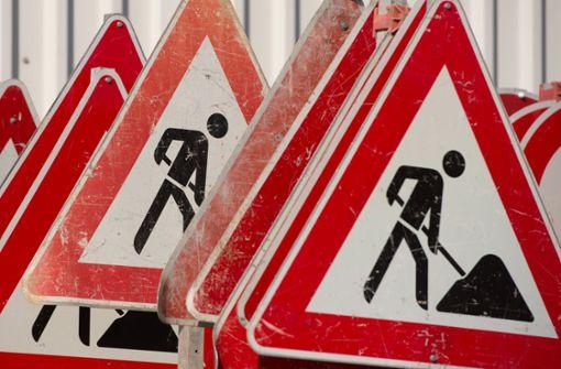 Die Arbeiten an der B295 zwischen der Fußgängerbrücke bei Heumaden und der Abzweigung nach Althengstett dauern länger als zunächst gedacht. Foto: dpa