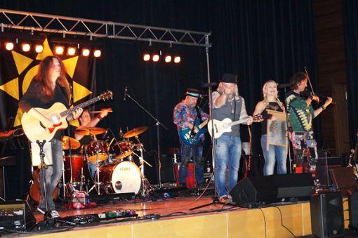 Wendrsonn bei ihrem Auftritt im Winterlinger K3.  Fotos: Müller Foto: Schwarzwälder Bote