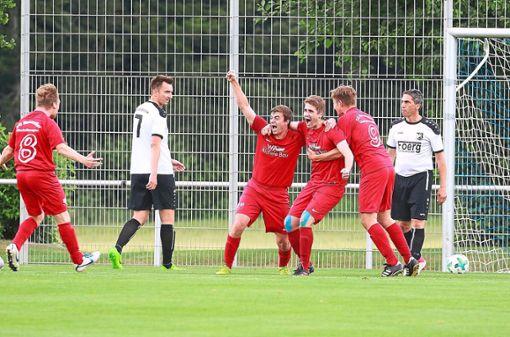 Vor einem Jahr war der Jubel bei der SG Neuweiler/Oberkollwangen groß: Mit 2:0 wurde der Favorit  TSV Dagersheim bezwungen. Foto: Kraushaar