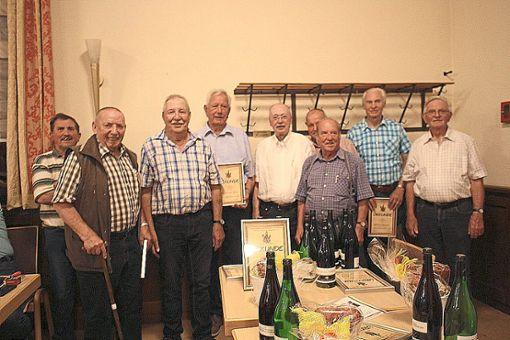 Mitglieder der Narrenzunft Rottenburg wurden für 60 Jahre Zugehörigkeit geehrt.  Fotos: Scharnowski Foto: Schwarzwälder Bote