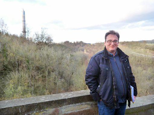 Bauunternehmer Günter Eberhardt will in Rottweil die Hängebrücke Neckar Line bauen.   Foto: Otto
