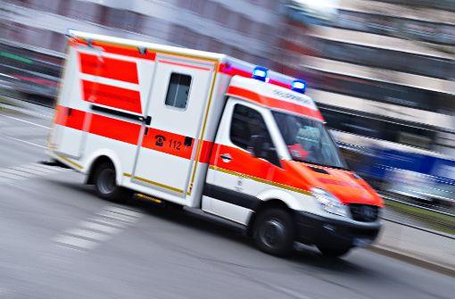 Der 22-jährige Autofahrer verletzte sich bei dem Unfall schwer und wurde ins Krankenhaus Freudenstadt eingeliefert. An seinem Auto entstand Totalschaden. (Symbolfoto) Foto: dpa