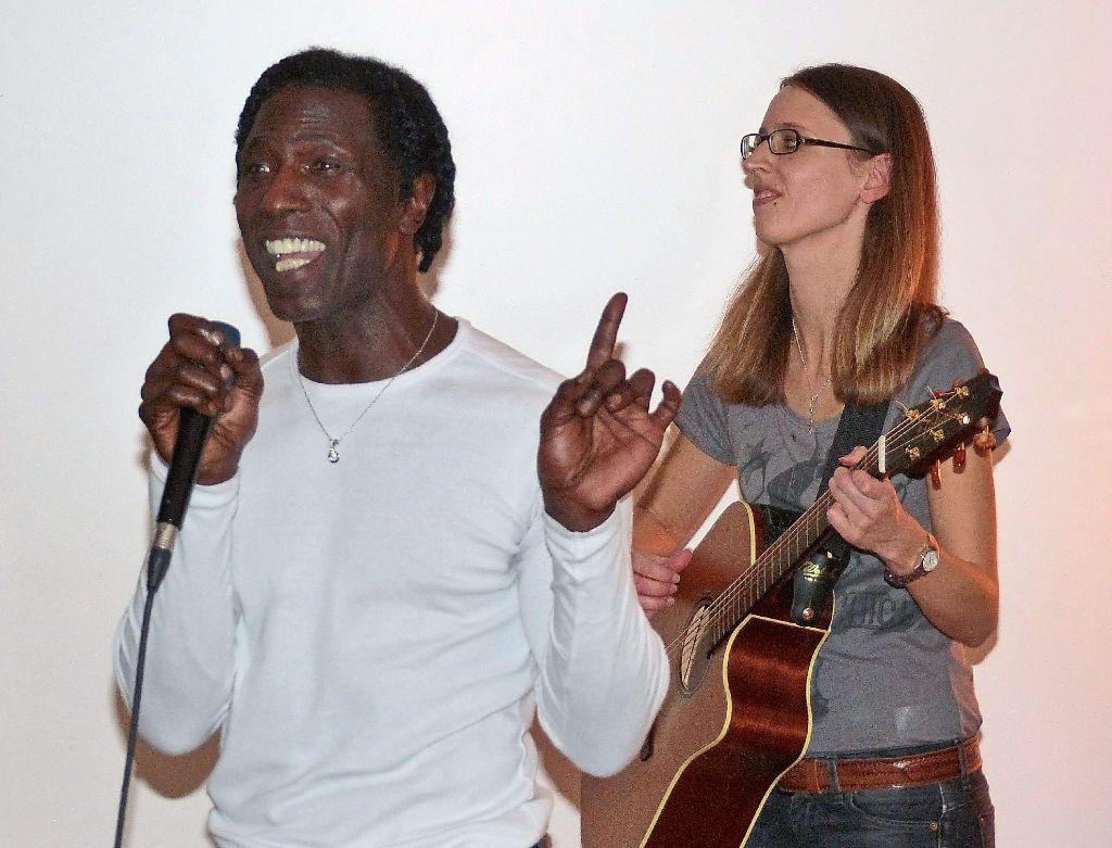 Larry Wright Und Stephanie Keck Im Caf Wohnzimmer Foto Stadler Schwarzwlder Bote