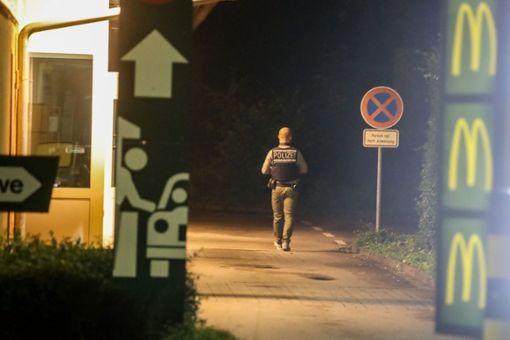 Bei einem bewaffneten Raubüberfall auf den McDonalds in strongBad Dürrheim/strong haben am Wochenende drei bislang unbekannte Täter Bargeld sowie Telefone erbeutet. Die sofort eingeleitete Ringfahndung blieb ohne Erfolg. a href=https://www.schwarzwaelder-bote.de/inhalt.bad-duerrheim-bewaffneter-ueberfall-auf-mc-donald-s.348cb87b-f90f-4188-aa3d-8fe4e792c859.htmltarget=_blankstrongZum Artikel mit Video/strong/abr Foto: Marc Eich