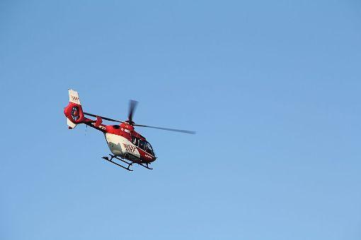 Der BMW-Fahrer wurde bei dem Zusammenstoß schwer verletzt. Ein Rettungshubschrauber brachte ihn nach der ärztlichen Notversorgung ins Krankenhaus. (Symbolfoto) Foto: Bartler-Team