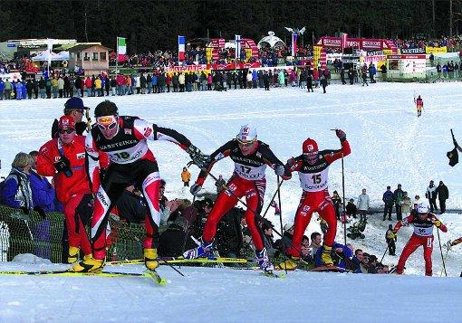 Seit mehr als 40 Jahren gastiert der Weltcup der Nordischen Kombination Anfang Januar in Schonach.  Foto: Dieter Reinhardt